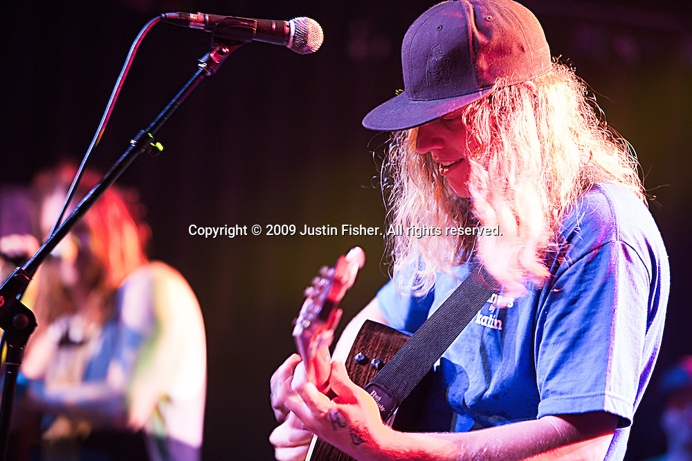 Dustin Bushnell Guitarist and Singer from the Dirty Heads at ther Aggie Theater, Fort Collins, July 12 2009