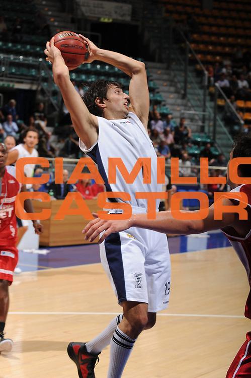 DESCRIZIONE : Bologna Lega Basket A2 2011-12 Ottavi di Finale Coppa Italia Biancoblu Basket Bologna Aget Imola<br /> GIOCATORE : Donato Cutolo<br /> CATEGORIA : passaggio<br /> SQUADRA : Biancoblu Basket Bologna <br /> VENTO : Campionato Lega A2 2011-2012<br /> GARA : Biancoblu Basket Bologna Aget Imola<br /> DATA : 21/09/2011<br /> SPORT : Pallacanestro <br /> AUTORE : Agenzia Ciamillo-Castoria/M.Marchi<br /> Galleria : Lega Basket A2 2011-2012 <br /> Fotonotizia : Bologna Lega Basket A2 2011-12 Ottavi di Finale Coppa Italia Biancoblu Basket Bologna Aget Imola <br /> Predefinita :