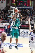 DESCRIZIONE : Cantu Campionato Lega A 2011-12 Bennet Cantu Benetton Treviso<br /> GIOCATORE : Marcus Goree<br /> CATEGORIA : Tiro Three Points<br /> SQUADRA : Benetton Treviso<br /> EVENTO : Campionato Lega A 2011-2012<br /> GARA : Bennet Cantu Benetton Treviso<br /> DATA : 26/02/2012<br /> SPORT : Pallacanestro<br /> AUTORE : Agenzia Ciamillo-Castoria/G.Cottini<br /> Galleria : Lega Basket A 2011-2012<br /> Fotonotizia : Cantu Campionato Lega A 2011-12 Bennet Cantu Benetton Treviso<br /> Predefinita :