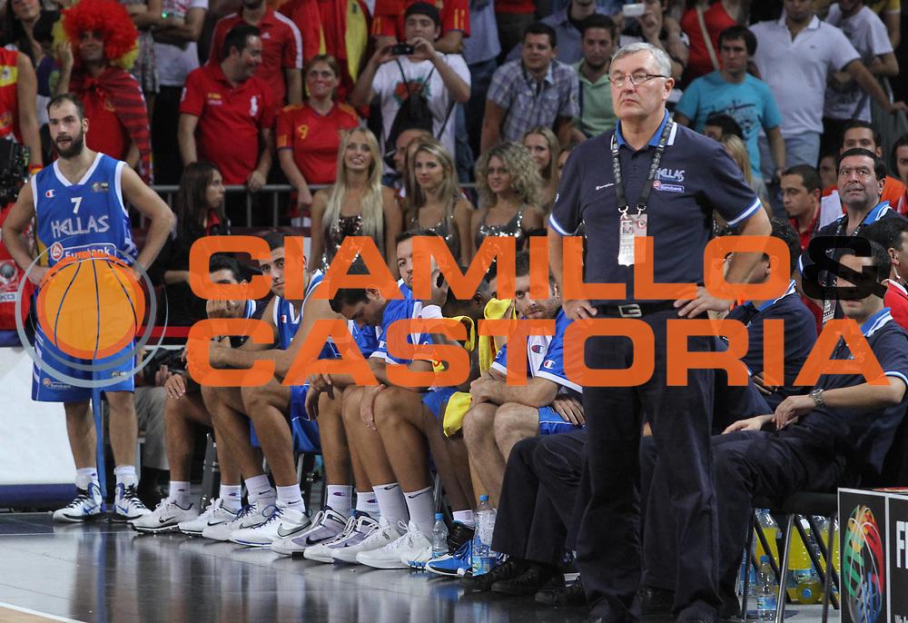 DESCRIZIONE : Istanbul Turchia Turkey Men World Championship 2010 Campionati Mondiali Eight Finals Ottavi Finale Spain Spagna Greece Grecia<br /> GIOCATORE : Coach Jonas KAZLAUSKAS Team Greece Grecia<br /> SQUADRA : Greece Grecia<br /> EVENTO : Istanbul Turchia Turkey Men World Championship 2010 Campionato Mondiale 2010<br /> GARA : Spain Spagna Greece Grecia<br /> DATA : 04/09/2010<br /> CATEGORIA : Delusione<br /> SPORT : Pallacanestro <br /> AUTORE : Agenzia Ciamillo-Castoria/A.Vlachos<br /> Galleria : Turkey World Championship 2010<br /> Fotonotizia : Istanbul Turchia Turkey Men World Championship 2010 Campionati Mondiali Eight Finals Ottavi Finale Spain Spagna Greece Grecia<br /> Predefinita :