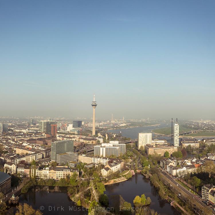 Luftaufnahme Innenstadt Düsseldorf mit Rheinturm und Medienhafen, Düsseldorf Deutschland