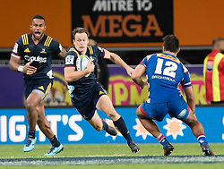 Highlanders' Ben Smith, centre, looks to beat Stormers' Damian de Allende, right, as Waisake Naholo looks on in the Super Rugby match, Forsyth Barr Stadium, Dunedin, New Zealand, Friday, March 9, 2018. Credit:SNPA / Adam Binns ** NO ARCHIVING**