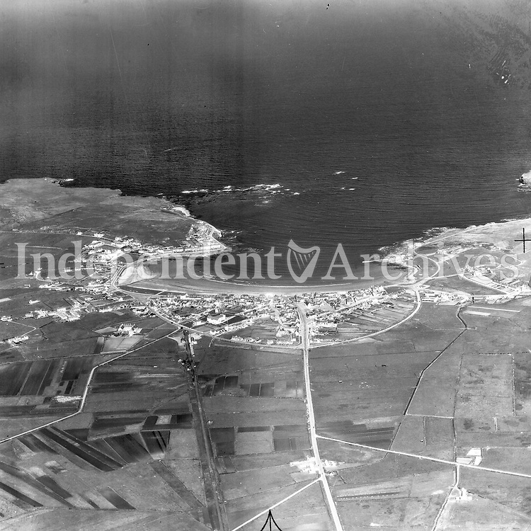 A231 Kilkee.   24/08/51 (Part of the Independent Newspapers Ireland/NLI collection.)<br /> <br /> <br /> These aerial views of Ireland from the Morgan Collection were taken during the mid-1950's, comprising medium and low altitude black-and-white birds-eye views of places and events, many of which were commissioned by clients. From 1951 to 1958 a different aerial picture was published each Friday in the Irish Independent in a series called, 'Views from the Air'.<br /> The photographer was Alexander 'Monkey' Campbell Morgan (1919-1958). Born in London and part of the Royal Artillery Air Corps, on leaving the army he started Aerophotos in Ireland. He was killed when, on business, his plane crashed flying from Shannon.
