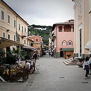 Via commerciale a Porto Azzurro, antico borgo dell?isola d'Elba..A street in Porto Azzurro, ancient village on Elba Island