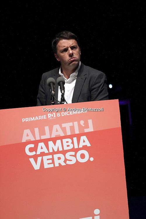 Bologna 04 Dicembre 2013 Unipol Arena Matteo Renzi in campagna elettorale per le primarie del PD<br /> Nella Foto: Matteo Renzi