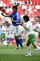 FOOTBALL - CONFEDERATIONS CUP 2005 - GROUP B - JAPAN v MEXICO - 16/06/2005 -ATSUSHI YANAGISAWA (JAP) / GONZALO PINEDA (MEX)  - PHOTO GUY JEFFROY /DIGITALSPORT