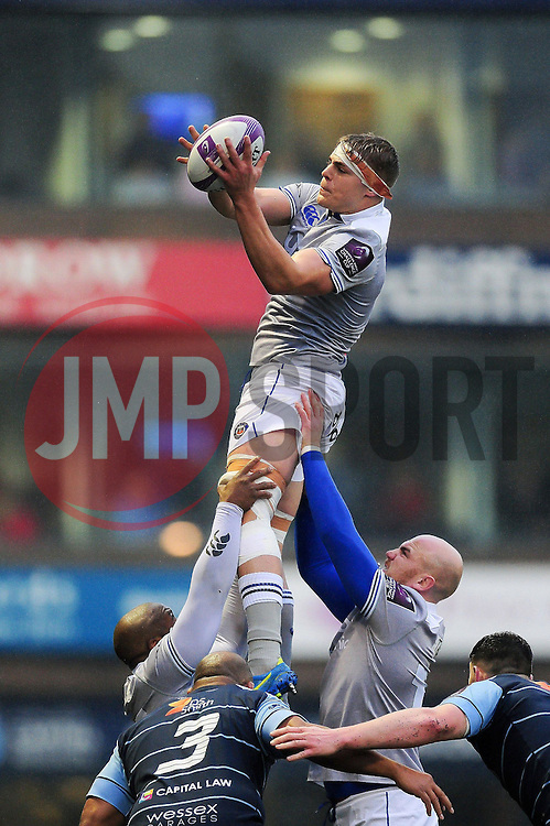 Tom Ellis of Bath Rugby wins the ball at a lineout - Mandatory byline: Patrick Khachfe/JMP - 07966 386802 - 10/12/2016 - RUGBY UNION - Cardiff Arms Park - Cardiff, Wales - Cardiff Blues v Bath Rugby - European Rugby Challenge Cup.