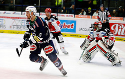 29.11.2015, Stadthalle, Villach, AUT, EBEL, EC VSV vs HC TWK Innsbruck Die Haie, 26. Runde, im Bild Rick Schofield (VSV) und Andy Chiodo (Innsbruck) // during the Erste Bank Icehockey League 24th round match between EC VSV vs HC TWK Innsbruck Die Haie at the City Hall in Villach, Austria on 2015/11/29, EXPA Pictures © 2015, PhotoCredit: EXPA/ Oskar Hoeher