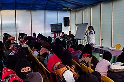 Alunni delle comunità zapatiste seguono le lezioni del ConCiencias