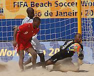 Football-FIFA Beach Soccer World Cup 2006 - Group D-BHR_NGA - Abdullahi Isa-NGA- holds tigth the ball-. - Rio de Janeiro - Brazil 06/11/2006<br />Mandatory credit: FIFA/ Marco Antonio Rezende.