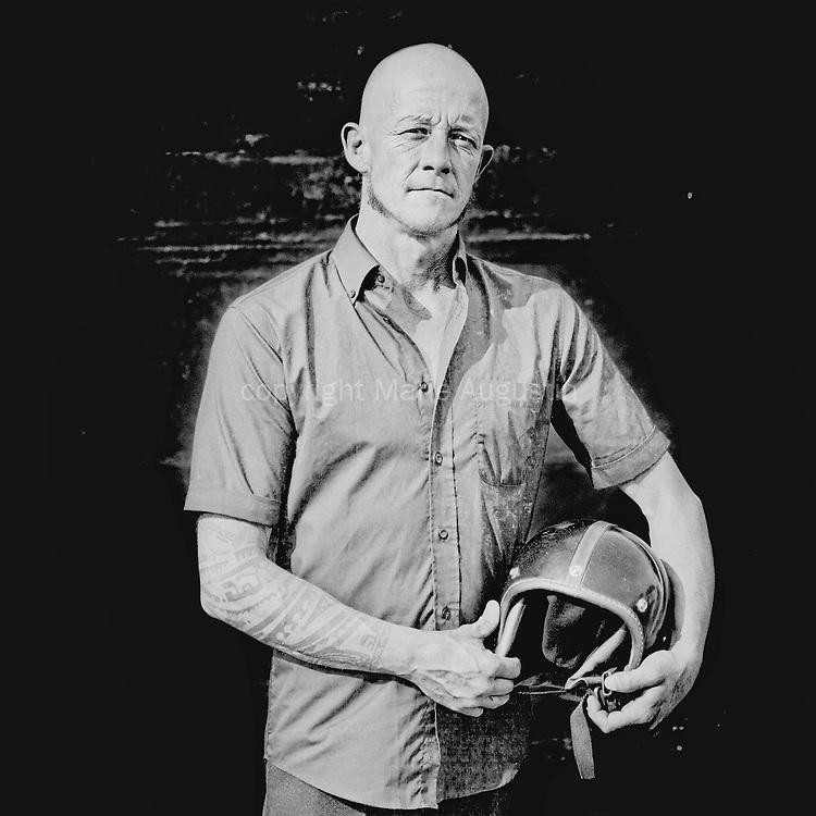 Jean est membre du collectif MDLM. il est pilote et technicien du Mur. Il est aussi menuisier de métier et a crée il y a deux ans, une Scop avec Arnaud.