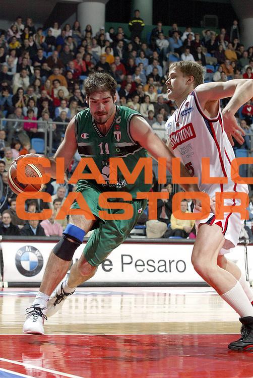 DESCRIZIONE : PESARO CAMPIONATO LEGA A1 2004-2005<br />GIOCATORE : CHIACIG<br />SQUADRA : SCAVOLINI PESARO<br />EVENTO : CAMPIONATO LEGA A1 2004-2005<br />GARA : SCAVOLINI PESARO-MONTEPASCHI SIENA<br />DATA : 02/01/2005<br />CATEGORIA :<br />SPORT : Pallacanestro<br />AUTORE : Agenzia Ciamillo-Castoria/E.Pozzo