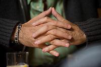 2008, BERLIN/GERMANY:<br /> Haende von Martin Varsavsky, argentinischer Unternehmer und Geschaeftsfuehrer und Gruender von FON, waehrend einem Interview, Restaurant Shiro I Shiro<br /> IMAGE: 20081020-04-011<br /> KEYWORDS: Hand, Hände