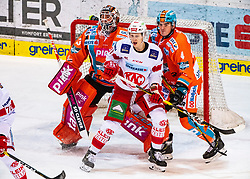 26.01.2020, Keine Sorgen Eisarena, Linz, AUT, EBEL, EHC Liwest Black Wings Linz vs EC KAC, 44. Runde, im Bild v.l. Tormann Jeff Glass (EHC Liwest Black Wings Linz), Marco Richter (EC KAC), Matt Finn (EHC Liwest Black Wings Linz) // during the Erste Bank Eishockey League 44th round match between EHC Liwest Black Wings Linz and EC KAC at the Keine Sorgen Eisarena in Linz, Austria on 2020/01/26. EXPA Pictures © 2020, PhotoCredit: EXPA/ Reinhard Eisenbauer