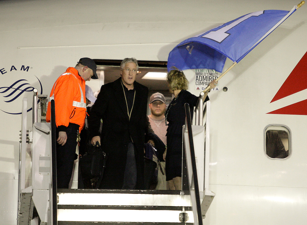 Seattle Seahawks head coach Pete Carroll exits the team's chartered plane as the Seahawks return home after winning NFL Super Bowl XLVIII at Seatac Airport in Seattle, Washington February 3, 2014. The Seahawks beat the Denver Broncos 43-8 for their first NFL championship Sunday in East Rutherford, New Jersey.  REUTERS/Jason Redmond  (UNITED STATES)