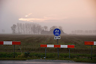 Prov Groningen, 20 nov 2010.Landelijk gebied in de prov.  Groningen,  met fietspad door druilerig landschap. .(c)renee teunis
