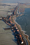 Nederland, Noord-Holland, Durgerdam, 10-01-2009; Durgerdammerdijk met Buiten-IJ, het IJsselmeer is bevroren, er lopen mensen op het ijs; Durgerdammerdijk (north of Amsterdam-Noord), the (former) inner see is frozen, people are walking on the ice .dijkhuizen, dijkhuis, houten huizen, houten huis, ijs, natuurijs, winter, koud, vriezen, min nul, beneden nul, koud, celsius, dike house, dike houses, wooden house, wooden houses, ice, snow, cold, freezing, minus zero, below zero, cold, winterlandschap, winter landscape.  .luchtfoto (toeslag); aerial photo (additional fee required); .foto Siebe Swart / photo Siebe Swart