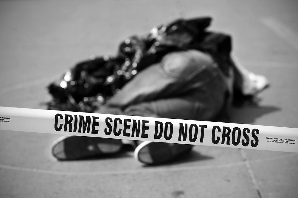 Asaltantes se enfrentan  a balazos con la policia por el secuestro de un empresario Limeño en el distrito de Santa Anita, dejando el saldo de 3 delincuentes muertos.