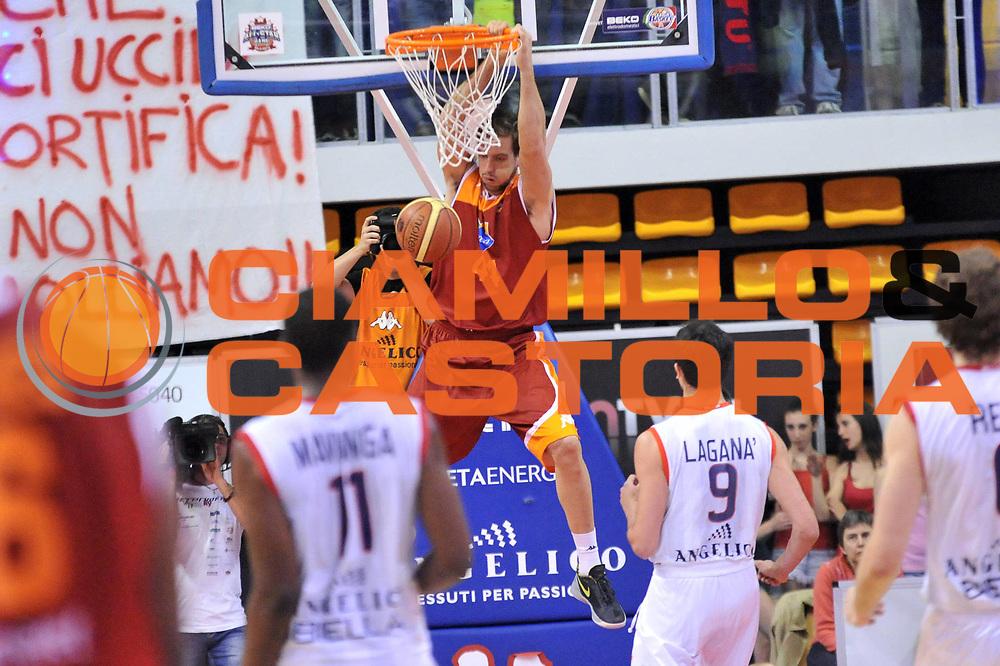 DESCRIZIONE : Biella Lega A 2012-13 Angelico Biella Acea Roma<br /> GIOCATORE : Peter Lorant<br /> CATEGORIA : Schiacciata<br /> SQUADRA : Acea Roma <br /> EVENTO : Campionato Lega A 2012-2013 <br /> GARA : Angelico Biella Acea Roma<br /> DATA : 28/04/2013<br /> SPORT : Pallacanestro <br /> AUTORE : Agenzia Ciamillo-Castoria/S.Ceretti<br /> Galleria : Lega Basket A 2012-2013  <br /> Fotonotizia : Biella Lega A 2012-13 Angelico Biella Acea Roma<br /> Predefinita :