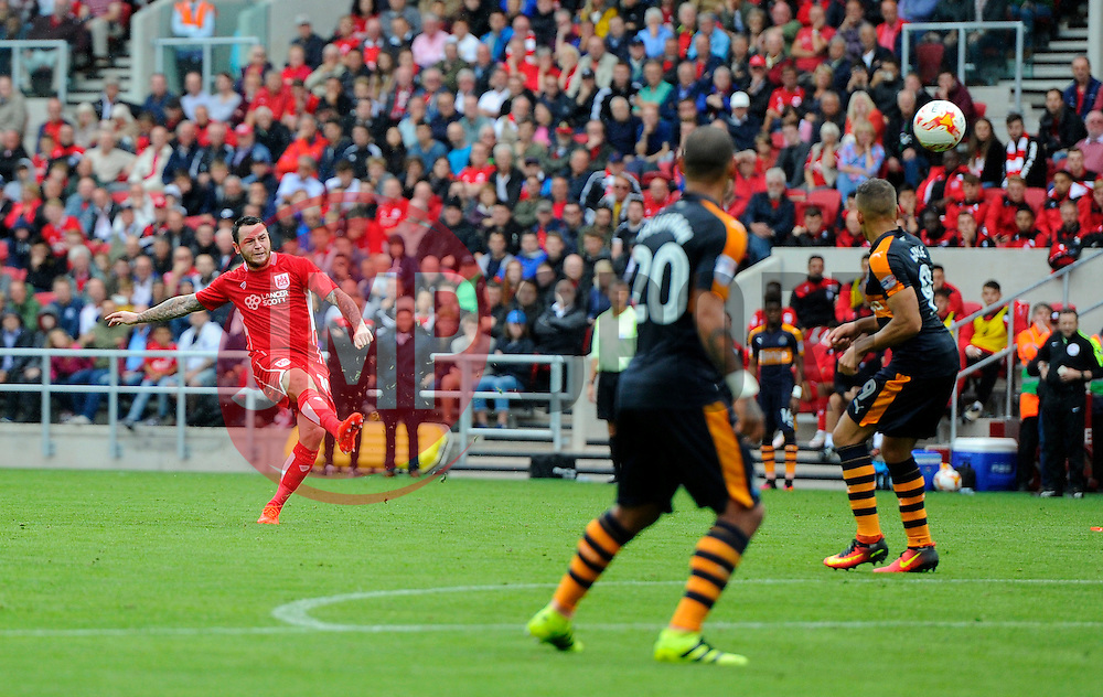 Lee Tomlin of Bristol City goes close with a free kick  - Mandatory by-line: Joe Meredith/JMP - 20/08/2016 - FOOTBALL - Ashton Gate - Bristol, England - Bristol City v Newcastle United - Sky Bet Championship