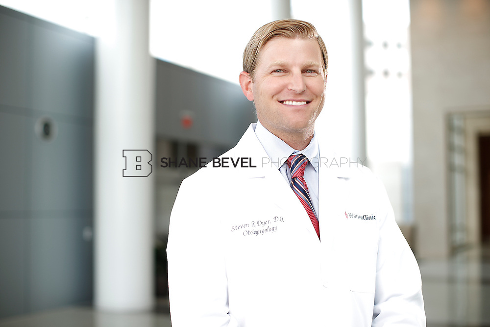 7/22/15 3:23:23 PM -- Dr. Steven Dyer poses for a portrait. <br /> <br /> Photo by Shane Bevel