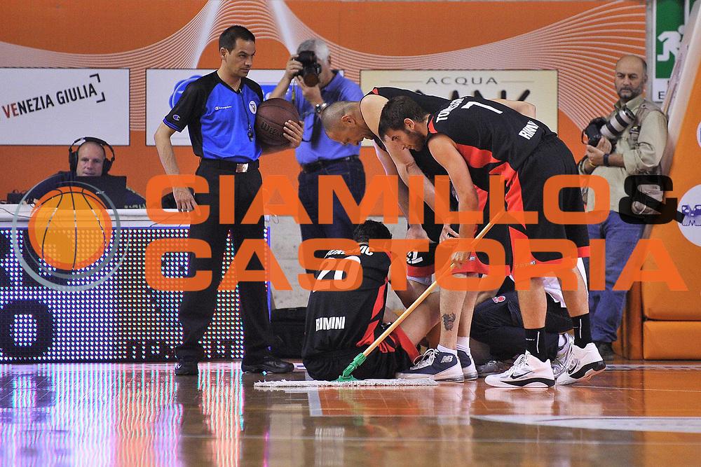 DESCRIZIONE : Udine Lega A2 2010-11 Snaidero Udine Immobiliare Spiga Rimini<br /> GIOCATORE : Dusan Vukcevic<br /> SQUADRA : Immobiliare Spiga Rimini<br /> EVENTO : Campionato Lega A2 2010-2011<br /> GARA : Snaidero Udine Immobiliare Spiga Rimini<br /> DATA : 06/05/2011<br /> CATEGORIA : Infortunio, curiosita<br /> SPORT : Pallacanestro <br /> AUTORE : Agenzia Ciamillo-Castoria/S.Ferraro<br /> Galleria : Lega Basket A2 2010-2011 <br /> Fotonotizia : Udine Lega A2 2010-11 Snaidero Udine Immobiliare Spiga Rimini<br /> Predefinita :