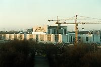 08 JAN 2001, BERLIN/GERMANY:<br /> Das noch im Bau befindliche Kanzleramt mit Baukraenen, vom Brandenburger Tor aus gesehen<br /> IMAGE: 20010108-01/01-08<br /> KEYWORDS: Architektur