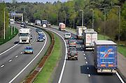 Nederland, Wolfheze, 15-4-2009De verbreding van de snelweg A50 leidt voor een aantal bewoners tot meer overlast. Tussen knooppunt grijsoord en ewijk staan dagelijks lange files.Foto: Flip Franssen/Hollandse Hoogte