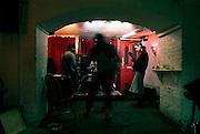 THE BETSEY TROTWOOD PUB.56 Farringdon Road, Clerkenwell, EC1R 3BL.Tube: Farringdon.Tel:0044(0)2072534285.Web: thebetsey.com.EVENTI: The Betsey e' un pub vittoriano che e' riuscito a ritenere la tradizione delle pubblic house e ad arricchirla con eventi di vario tipo. il calendario varia dalla serata dedicata alla POESIA , LIVE MUSIC, TEATRO, COMEDY, MUSIC FESTIVALS.  posto ideale per degustare cibo della casa.