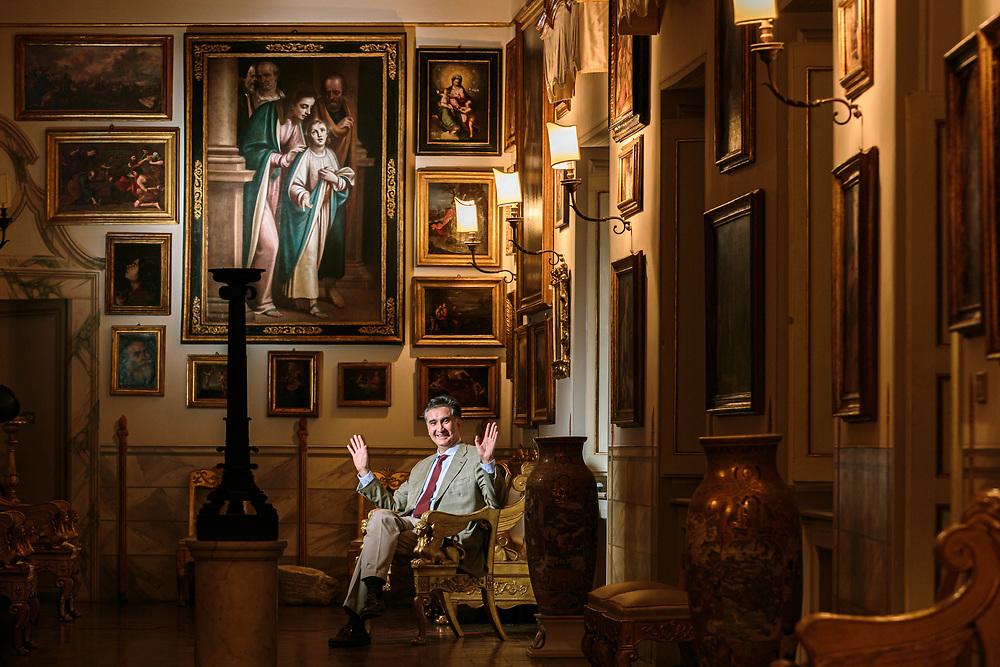 11 SEP 2015 - Spoleto (PG) - Il marchese Duccio Marignoli di Montecorona, nella pinacoteca del palazzo Marignoli.