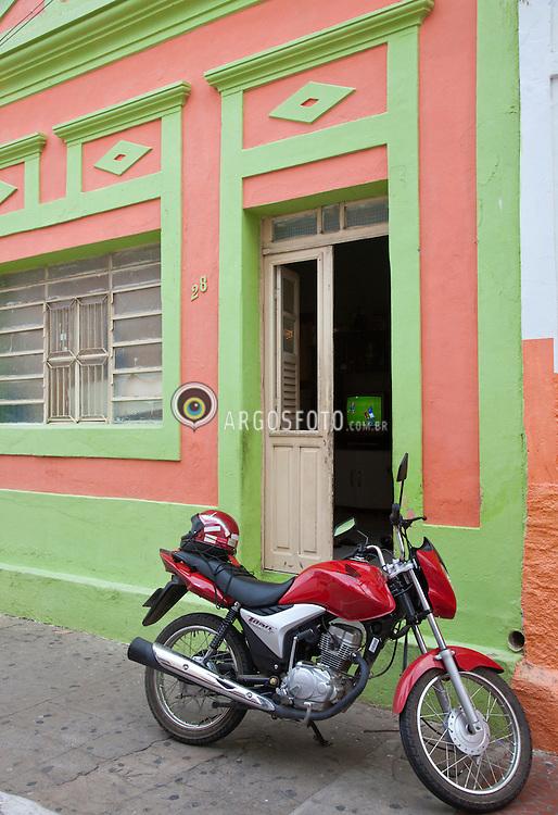 A cidade de Serra Talhada em Pernambuco. Cada vez mais a mtocicleta faz parte do cotidiano do sertanejo nordestino / The city of Sierra Talhada in Pernambuco, Brazil. Increasingly, the motorcycle is part of daily.