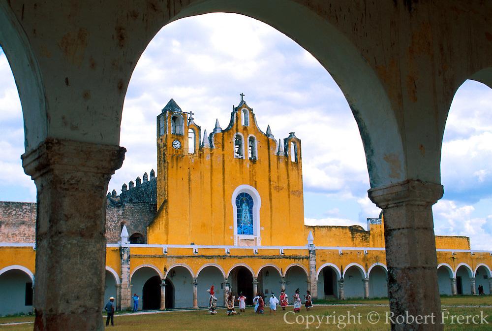MEXICO, YUCATAN Izamal, Convent of St. Anthony