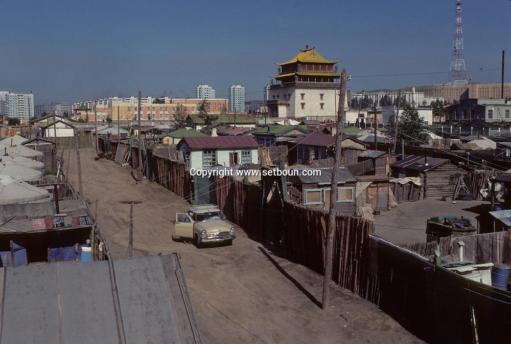 Mongolia. Ulaanbaatar. the yurts area around Gandan monastery Oulan Bator    / le quartier de yourtes autour du monastère de Gandan  / 139    L1806  /  P0003822