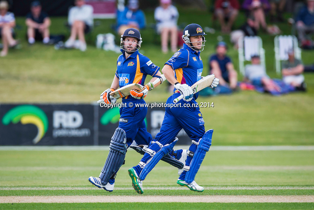 Nathan McCullum and Derek De Boorder bats for the Otago Volts during the Volts v Knights, 27 December 2014Saturday, 27 December 2014, Molyneux Park, Alexandra - List-A Match - Ford Trophy CREDIT: Libby Law / www.photosport.co.nz