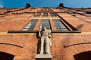 Speicherstadt, Figur an Gebäude, Hamburg, Deutschland.|.Speicherstadt, Hamburg, Germany.