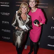 NLD/Laren/20150124 - Modeshow Addy van den Krommenacker Fall Winter 2015 'London revisited', Willeke Alberti en vriendin