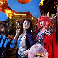Nederland, Amsterdam , 8 januari 2012..Actrice Wynn Heliczer ook werkzaam in kledingzaak Exota in de Hartenstraat..Foto:Jean-Pierre Jans
