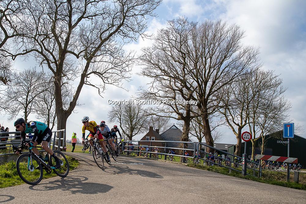 07-03-2020: Wielrennen: Ronde van Groningen: Usquert<br />Peloton in het Groninger landschap