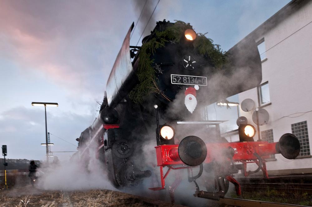 DEU,Rheinland-Pfalz,Betzdorf,Bahnhof, , Die Eisenbahnfreunde Betzdorf Sonderfahrt - 01.12.2013 - Nikolausfahrt von Betzdorf  nach Würgendorf  |  locomotive   |