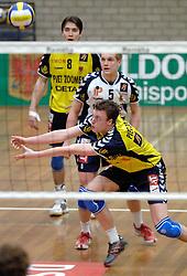 18-03-2006 VOLLEYBAL: PLAY OFF HALVE FINALE: PIET ZOOMERS D - HVA AMSTERDAM: APELDOORN<br /> Piet Zoomers wint de eerste van de vijf wedstrijden vrij eenvoudig met 3-0 / Jeroen Rauwerdink<br /> Copyrights2006-WWW.FOTOHOOGENDOORN.NL
