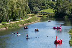 © Licensed to London News Pictures. 22/06/2019. Warwick, Warwickshire, UK. People on rowing boats, paddle boards and pedalos enjoy the weather on the river Avon in Warwick during a hot summers day. Photo credit: LNP