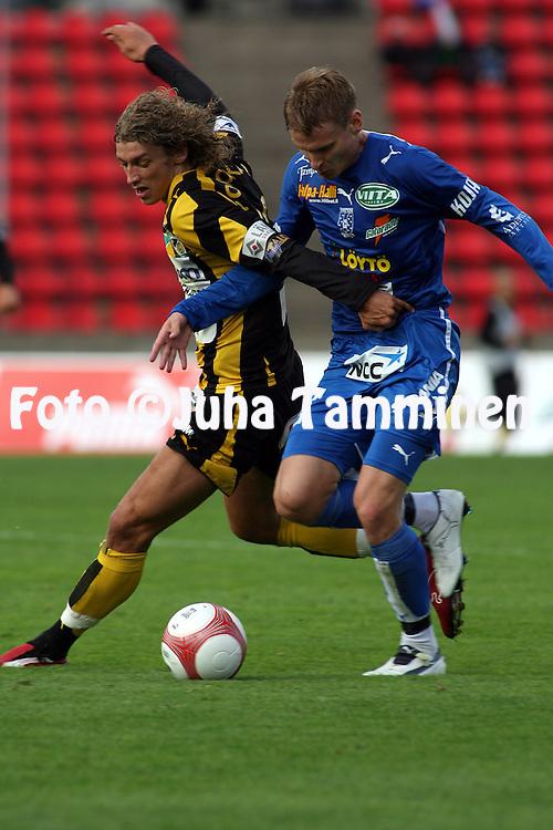 28.06.2006, Ratina, Tampere, Finland..Veikkausliiga 2006 - Finnish League 2006.Tampere United - FC Honka.Roni Porokara (Honka) v Heikki Aho (TamU).©Juha Tamminen.....ARK:k