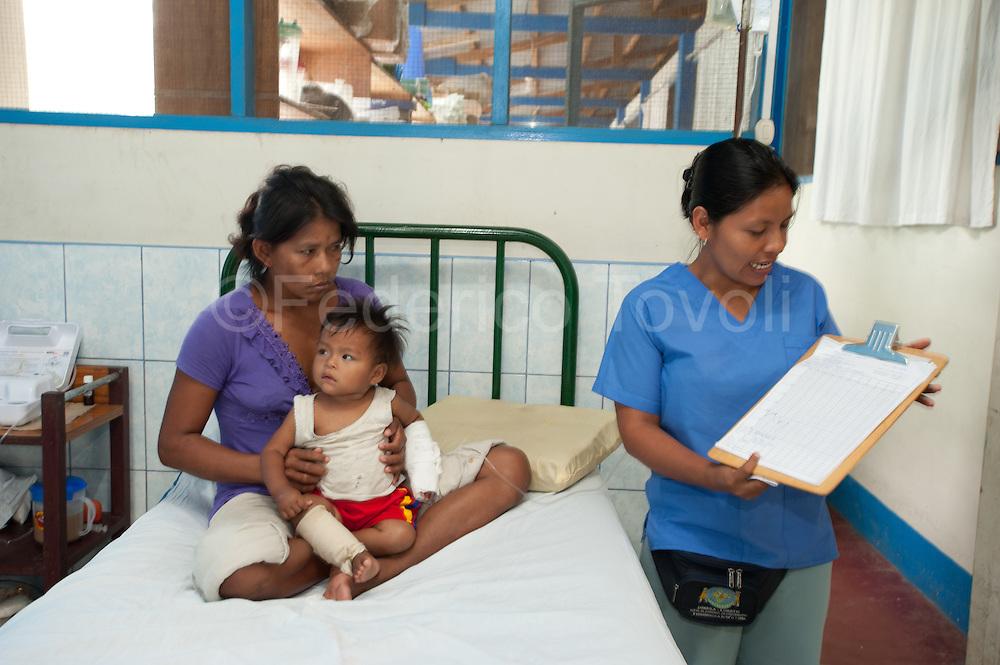 Durante la gira de cada mañana para chequear el estado de salud de los ospitalizados