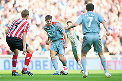 SUNDERLAND, ENGLAND - Saturday, August 16, 2008: Liverpool's captain Steven Gerrard MBE in action against Sunderland during the opening Premiership match of the season at the Stadium of Light. (Photo by David Rawcliffe/Propaganda)