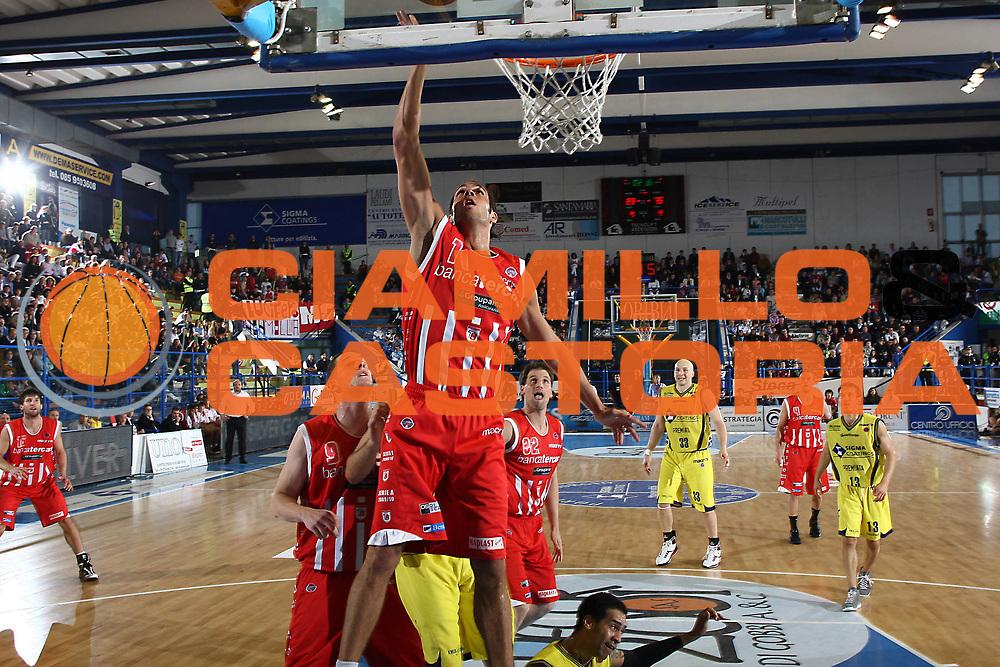 DESCRIZIONE : Porto San Giorgio Lega A 2009-10 Sigma Coatings Montegranaro Bancatercas Teramo<br /> GIOCATORE : Bruno Cerella<br /> SQUADRA : Bancatercas Teramo<br /> EVENTO : Campionato Lega A 2009-2010 <br /> GARA : Sigma Coatings Montegranaro Bancatercas Teramo<br /> DATA : 16/05/2010<br /> CATEGORIA : tiro penetrazione<br /> SPORT : Pallacanestro <br /> AUTORE : Agenzia Ciamillo-Castoria/C.De Massis<br /> Galleria : Lega Basket A 2009-2010 <br /> Fotonotizia : Porto San Giorgio Lega A 2009-10 Sigma Coatings Montegranaro Bancatercas Teramo<br /> Predefinita :