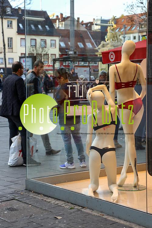 Mannheim. 11.03.17 | BILD- ID 024 |<br /> Innenstadt. Marktplatz. Leben in der Innenstadt. Breite Stra&szlig;e. <br /> Bild: Markus Prosswitz 11MAR17 / masterpress (Bild ist honorarpflichtig - No Model Release!)