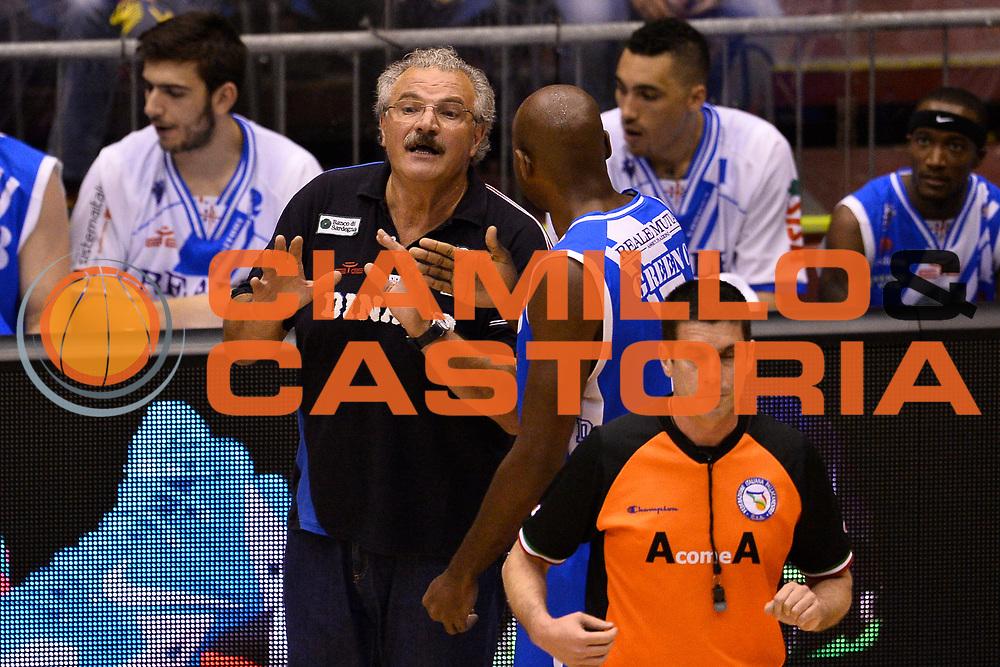 DESCRIZIONE : Campionato 2013/14 Semifinale GARA 5 Olimpia EA7 Emporio Armani Milano - Dinamo Banco di Sardegna Sassari<br /> GIOCATORE : Romeo Sacchetti Caleb Green<br /> CATEGORIA : Fair Play<br /> SQUADRA : Dinamo Banco di Sardegna Sassari<br /> EVENTO : LegaBasket Serie A Beko Playoff 2013/2014<br /> GARA : Olimpia EA7 Emporio Armani Milano - Dinamo Banco di Sardegna Sassari<br /> DATA : 07/06/2014<br /> SPORT : Pallacanestro <br /> AUTORE : Agenzia Ciamillo-Castoria / GiulioCiamillo<br /> Galleria : LegaBasket Serie A Beko Playoff 2013/2014<br /> Fotonotizia : Campionato 2013/14 Semifinale GARA 5 Olimpia EA7 Emporio Armani Milano - Dinamo Banco di Sardegna Sassari<br /> Predefinita :