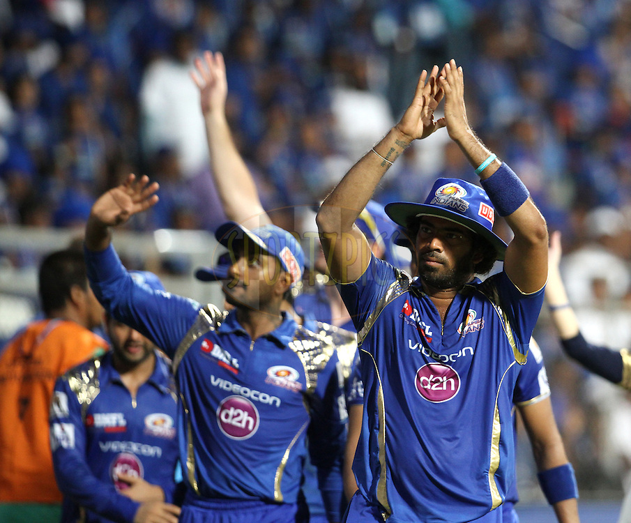 Mumbai Indians players take a victory lap after winning the match 23 of the Pepsi IPL 2015 (Indian Premier League) between The Mumbai Indians and The Sunrisers Hyderabad held at the Wankhede Stadium in Mumbai India on the 25th April 2015.<br /> <br /> Photo by:  Vipin Pawar / SPORTZPICS / IPL