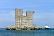 Nederland, The Netherlands, Neeltje Jans, 26-3-2016Op het voormalige werkeiland Neeltje Jans staat nog een pijler die gebouwd werd tijdens de aanleg van de oosterscheldekering . Het is samen met het bezoekerscentrum een toeristische attractie  .FOTO: FLIP FRANSSEN/ HH