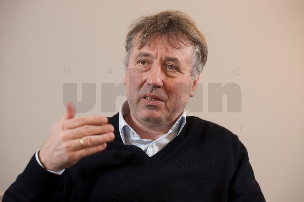19 JAN 2010, BERLIN/GERMANY:<br /> Hartwig Masuch, Geschaeftsfuehrer BMG Rights Management, waehrend einem Interview, in seinem Buero, BMG Rights Management<br /> IMAGE: 20100119-01-045